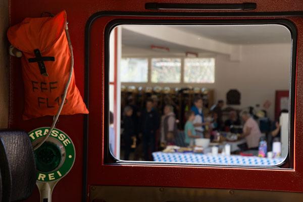 Im Feuerwehr-Fahrzeug