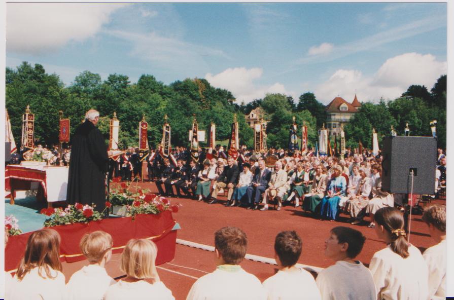 Festgottesdienst im Buchheim-Stadion