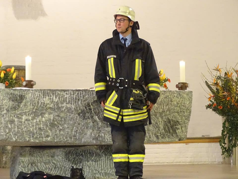 Feuerwehrmann im Löschanzug