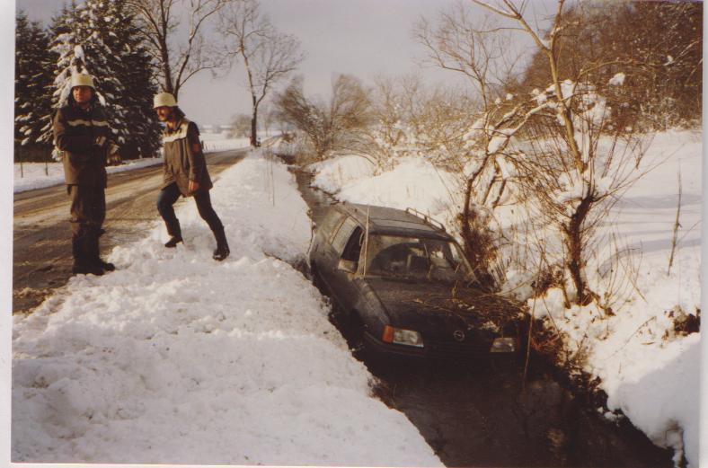 Autobergung aus dem Starzenbach